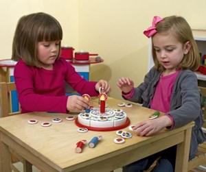 צעצוע מעץ עוגת יום הולדת לילדים